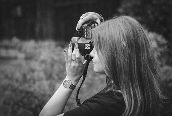 o-nas-zdjecie-kamerzysta-01-bw